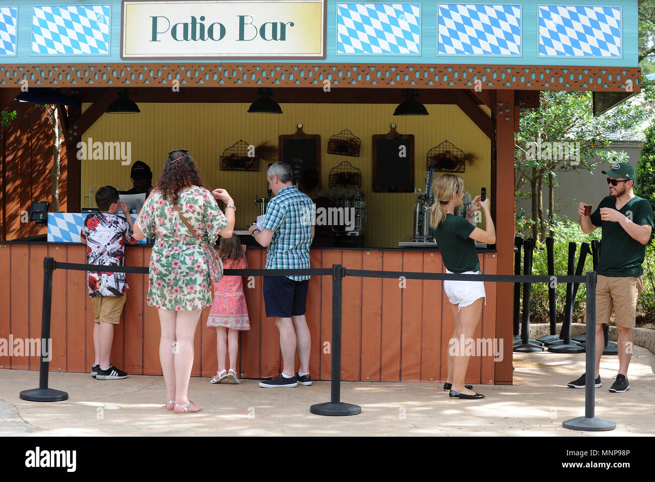 Orlando, Florida, USA. 18th May, 2018. People wait to be served ...