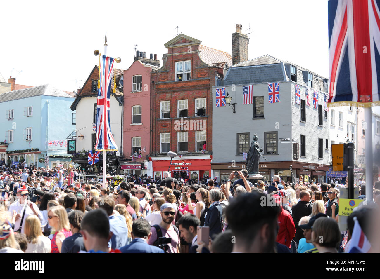 Windsor, UK, 19 May 2018.Royal wedding 19th May 2018 Prince Harry and Meghan Markle leaving Windsor Castle after ceremony Stock Photo