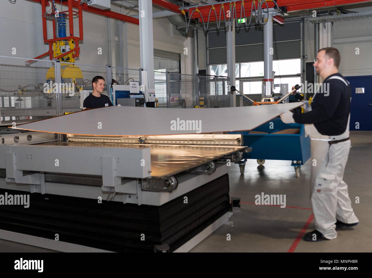 18 May 2018, Germany, Kodersdorf: Raik Proft (R) and Tom