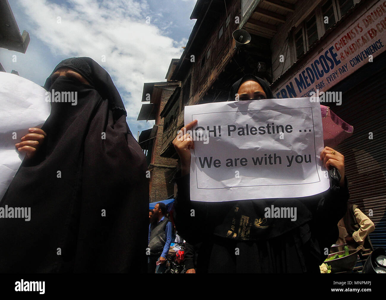 Srinagar, India. 18th May, 2018. Activists and members of Joint Resistance Leadership (JRL) of Kashmir hold placards as they shout anti-Israel slogans during the protest in Srinagar the summer capital of Indian controlled Kashmir on May 18, 2018. More than 60 Palestinian protesters have been killed after Israeli forces opened fire on the Gaza border on May 14, who had assembled alongside the fence to protest against the moving of United State's embassy from Tel Aviv to Jerusalem. Credit: Faisal Khan/Pacific Press/Alamy Live News - Stock Image