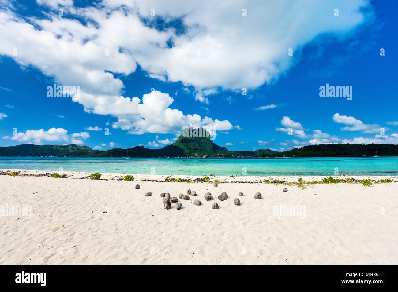 Beautiful beach with a view of Otemanu mountain on Bora Bora island - Stock Image