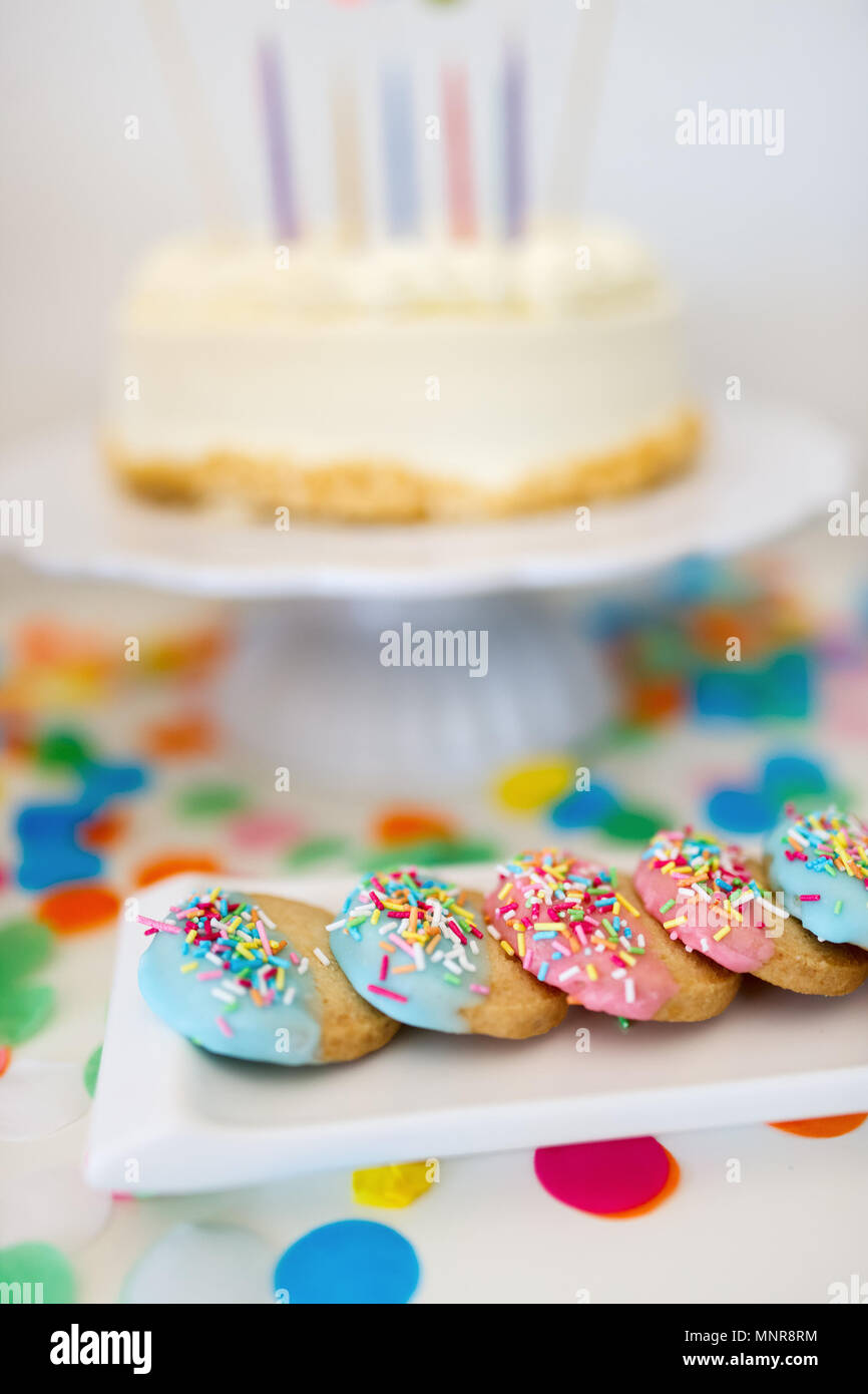 Colorful decoration of kids birthday party table with cake, cookies and sweets - Stock Image