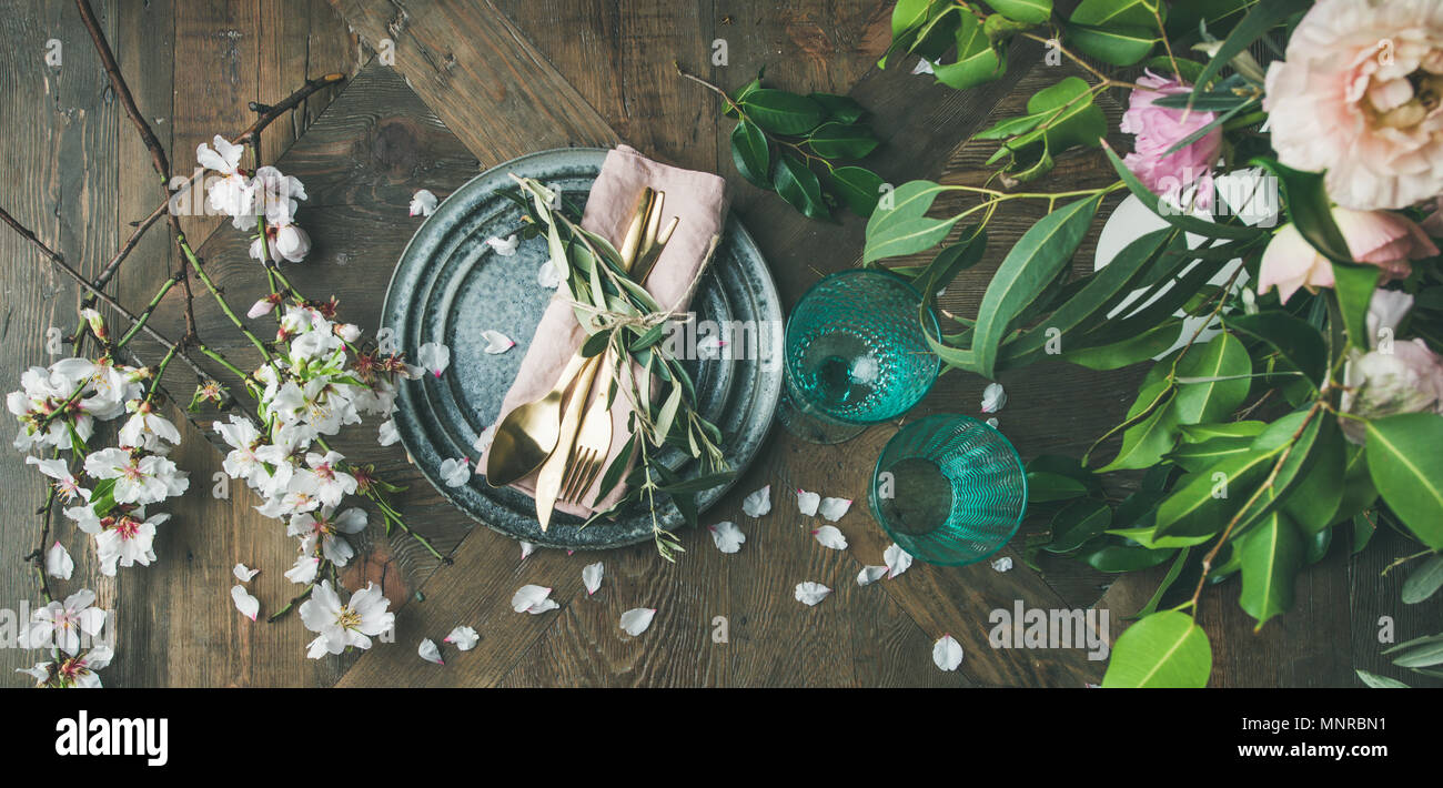Flat-lay of Table setting with spring flowers - Stock Image