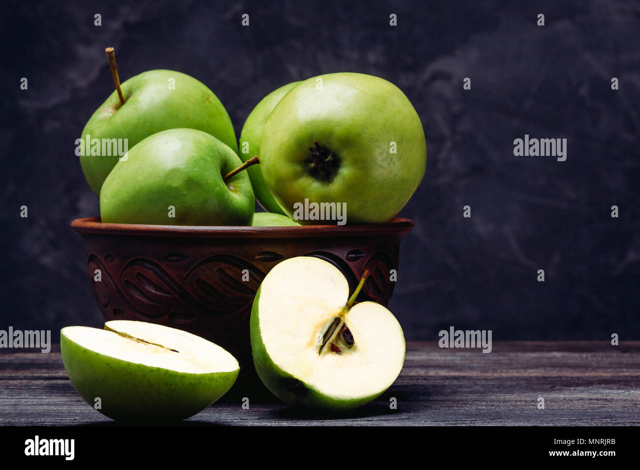 How beautiful to cut apples