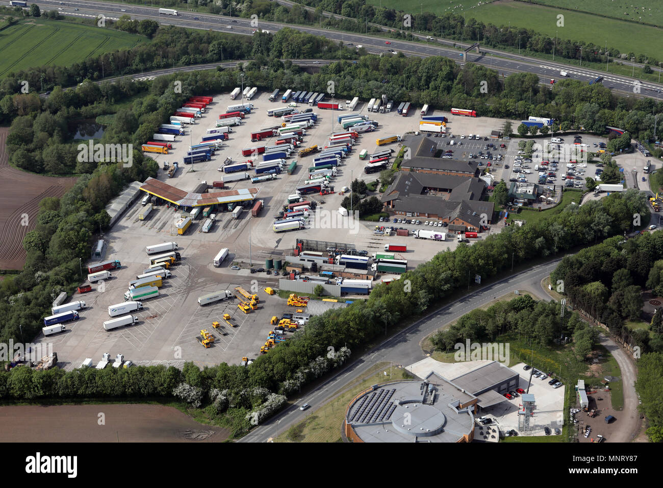 aerial view of Lymm Services (Lymm Poplar 2000 Services) on the M6, Cheshire - Stock Image