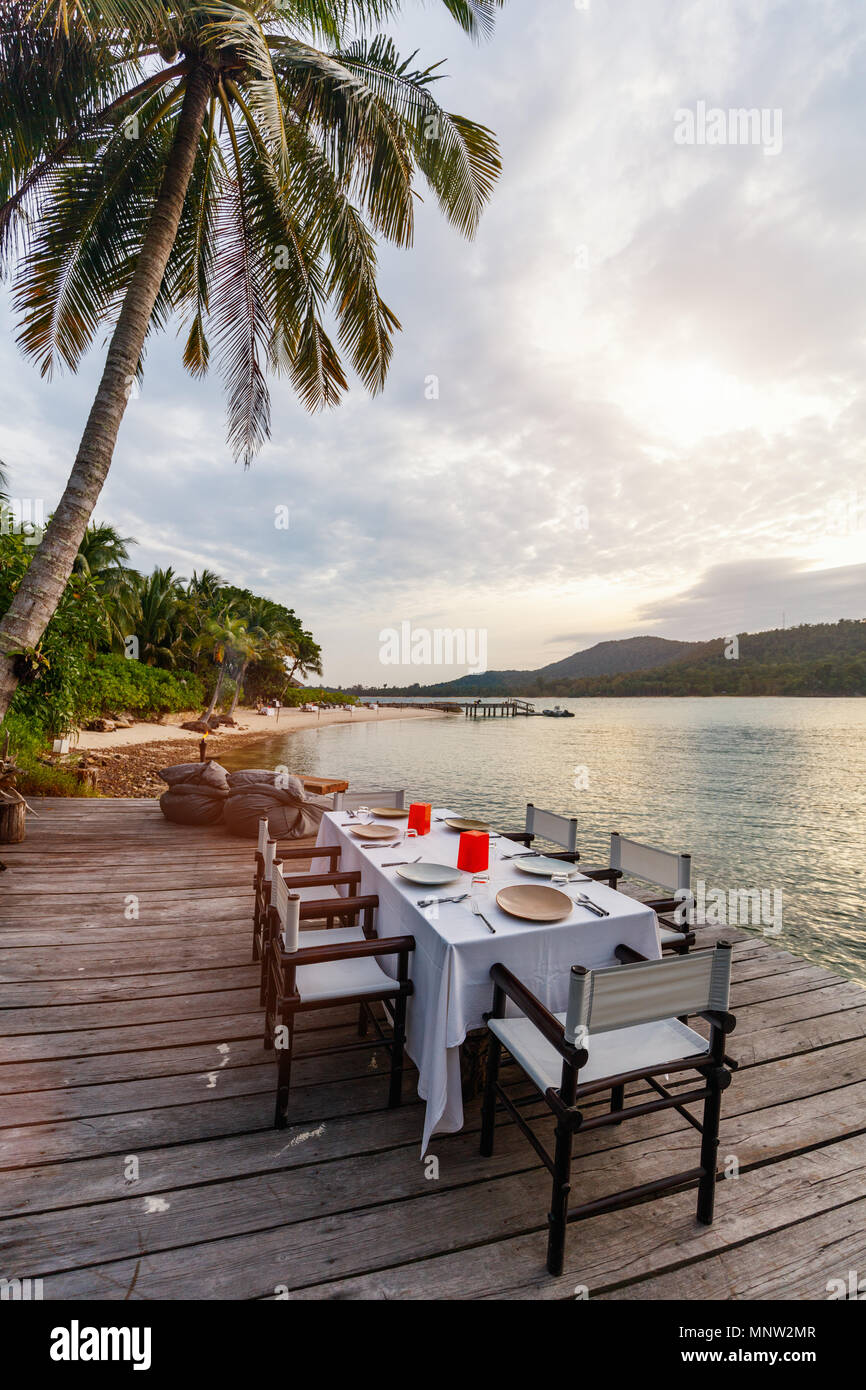 Romantic luxury dinner setting at tropical resort on sunset - Stock Image