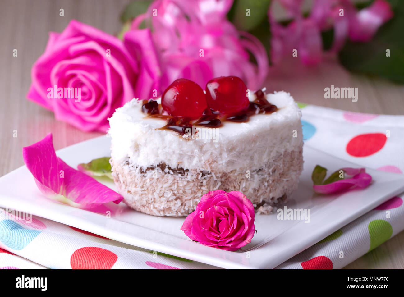 Wedding Cake Decoration Red White Stock Photos & Wedding Cake ...