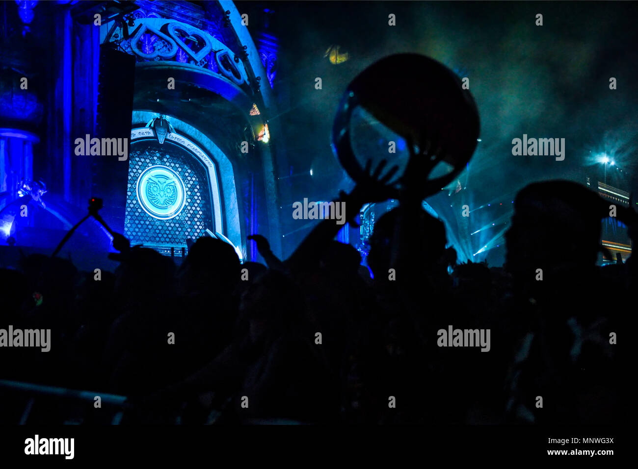 Las Vegas, Nevada, May 18, 2018, Silhouetted crowd in front of the Kinetic Stage at the Electric Daisy Carnival, edc festival, Day 1, Credit: Ken Howard Images/Alamy Live News - Stock Image
