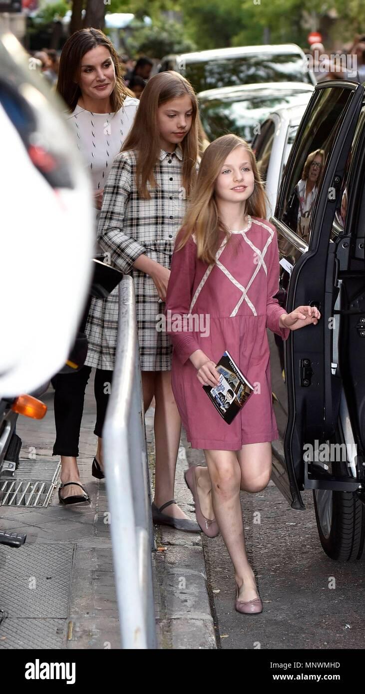 La Reina Sofia La Reina Letizia Las Infantas Junto A Irene