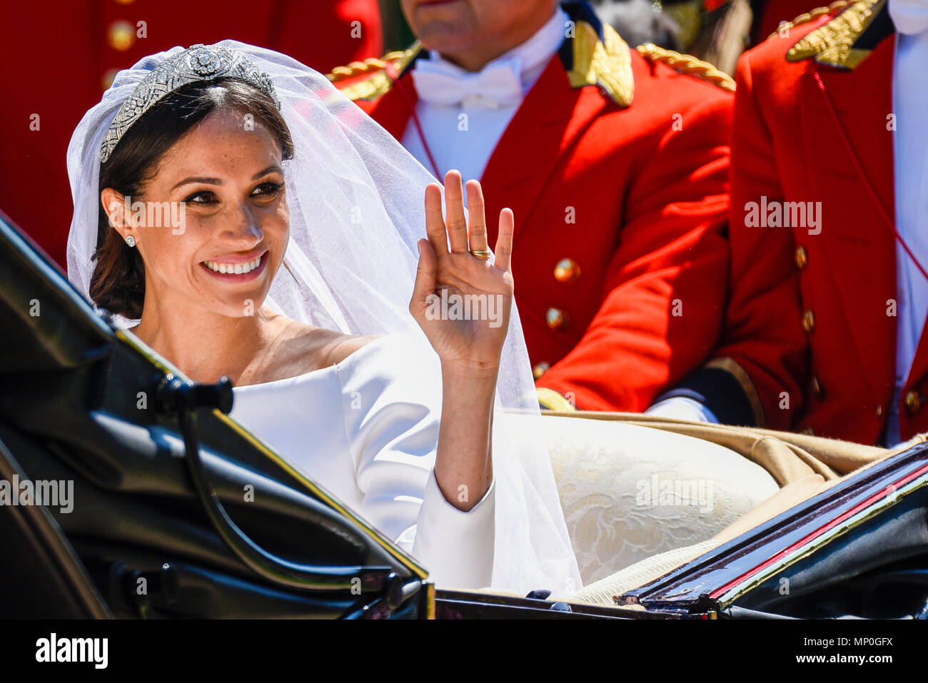 meghan markle in carriage procession after the royal wedding at windsor on the long walk duchess of sussex wedding dress tiara and veil waving stock photo alamy https www alamy com meghan markle in carriage procession after the royal wedding at windsor on the long walk duchess of sussex wedding dress tiara and veil waving image185639102 html