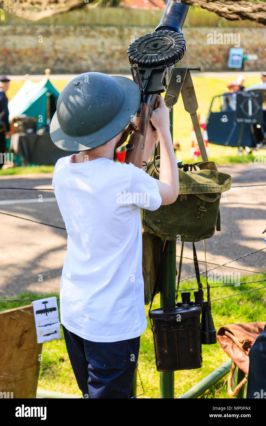 Salute to the 40s re-enactment event at Sandwich. Child, boy, 8-10 years old, manning a world war one Lewis aircraft gun modified for ww2 use with the - Stock Image