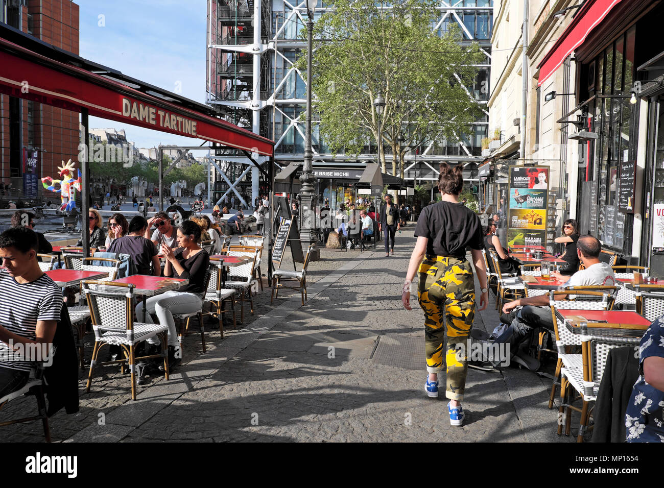Paris street scene outside Dame Tartine on Rue Brisemiche with a view of the Pompidou Centre building in spring Paris France Europe  KATHY DEWITT - Stock Image