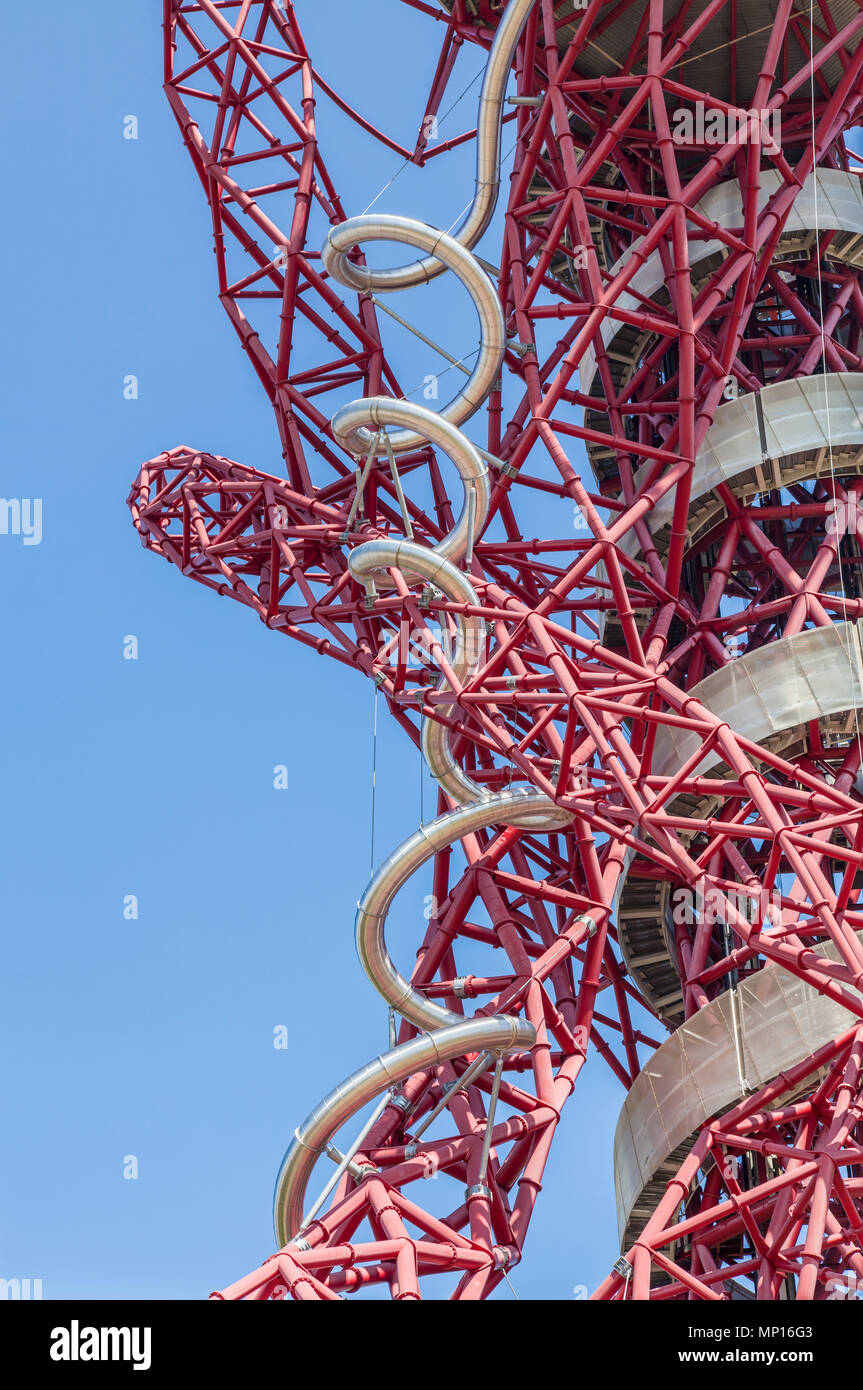 Arcelormittal Orbit sculpture, with the tallest and longest tunnel slide at the Queen Elizabeth Olympic park in London Stock Photo