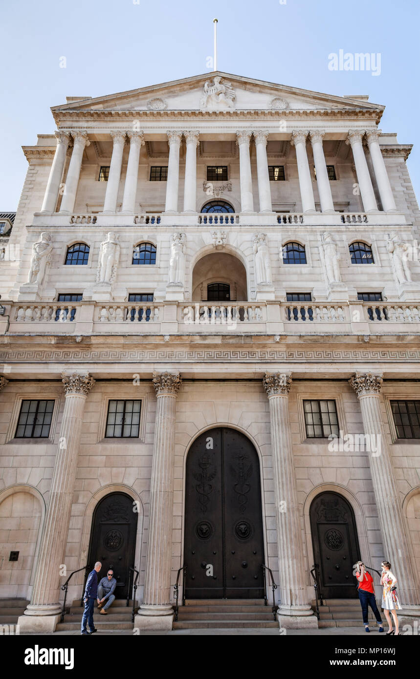 Bank of England on Threadneedle Street in the heart of London's financial district - Stock Image