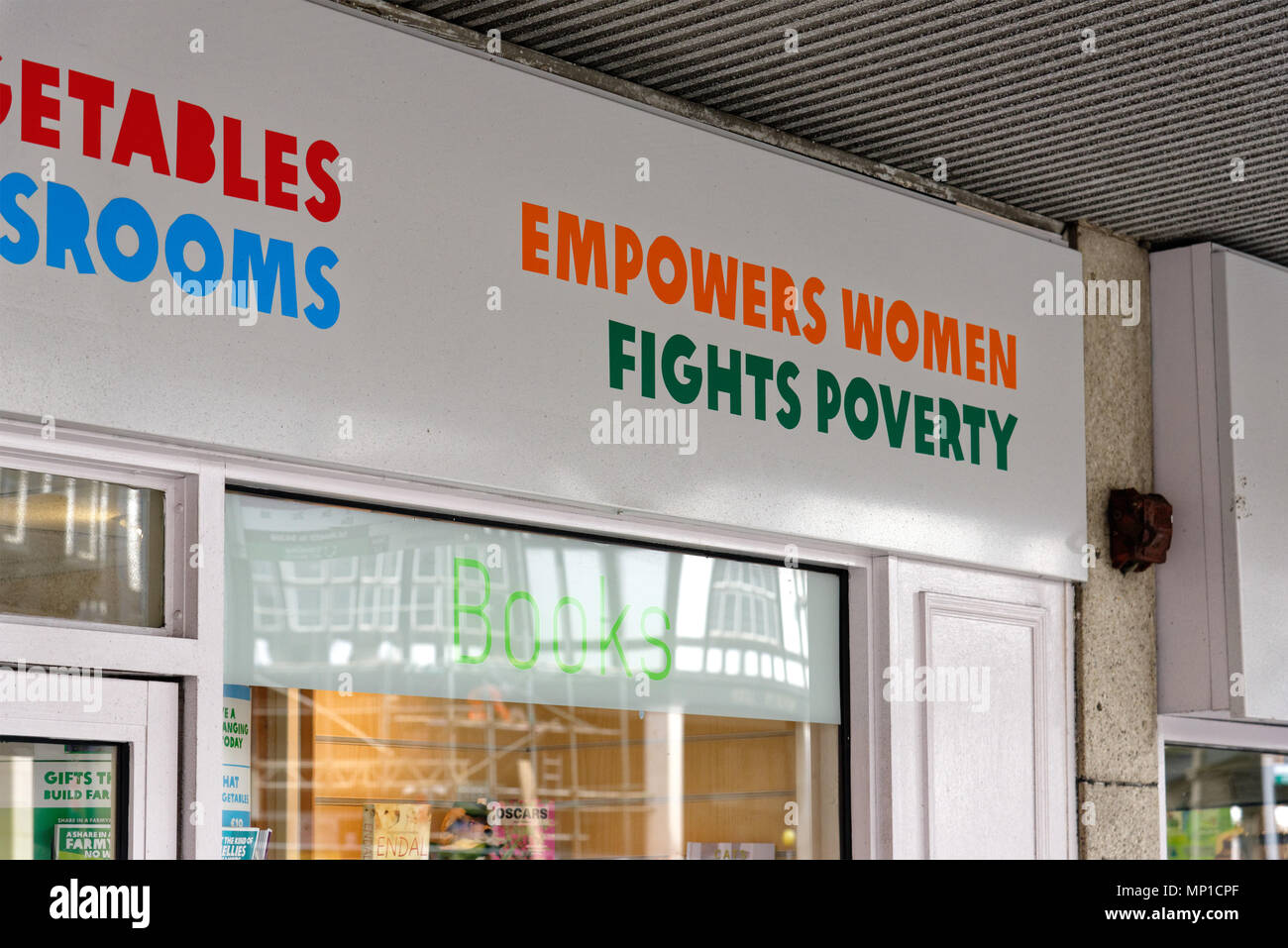Oxfam shop front, with the slogans 'Empowers Women', 'Fights Poverty' - Stock Image