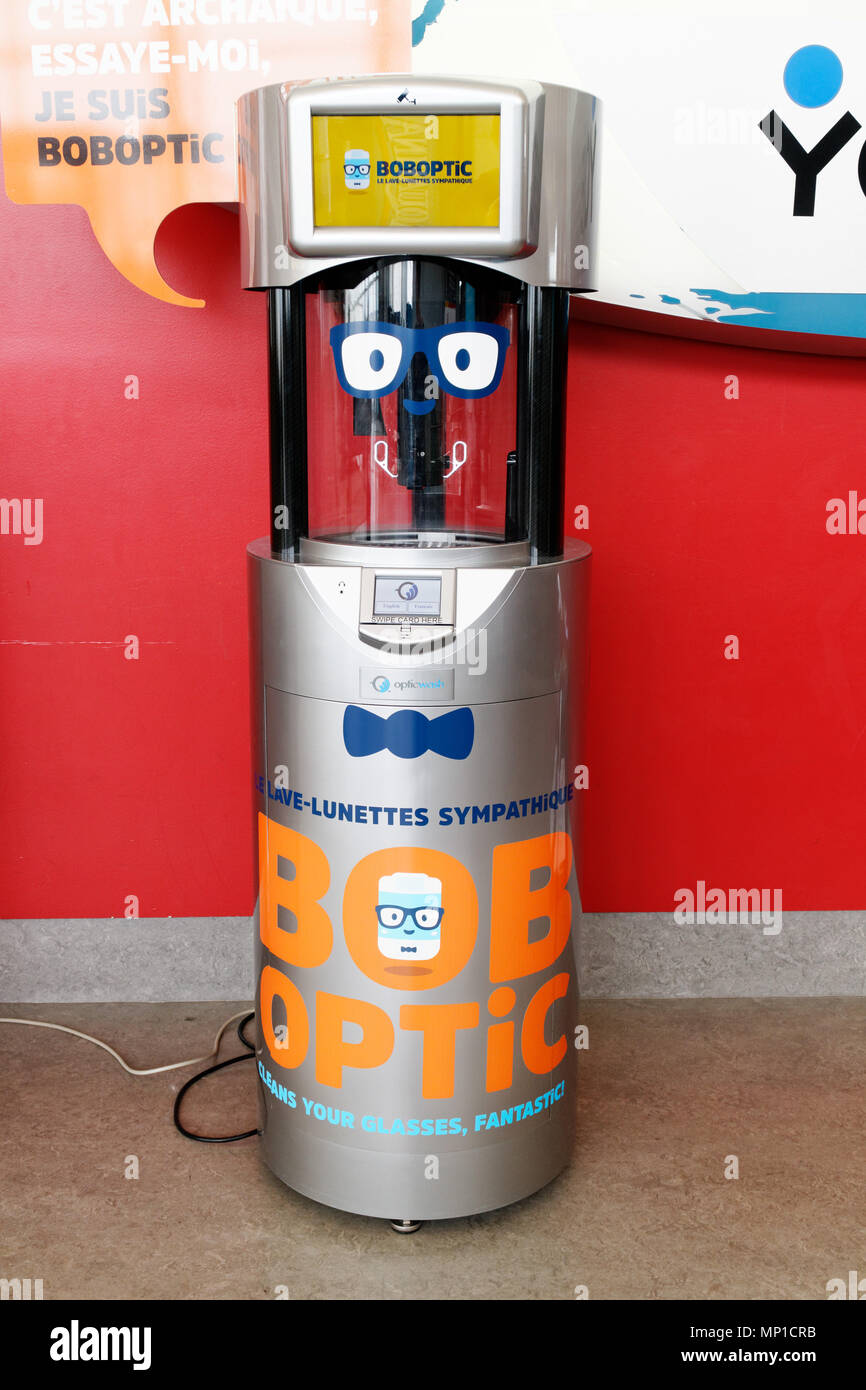 An automated glasses (spectacles) cleaner in the terminal of Quebec City's Jean Lesage airport - Stock Image