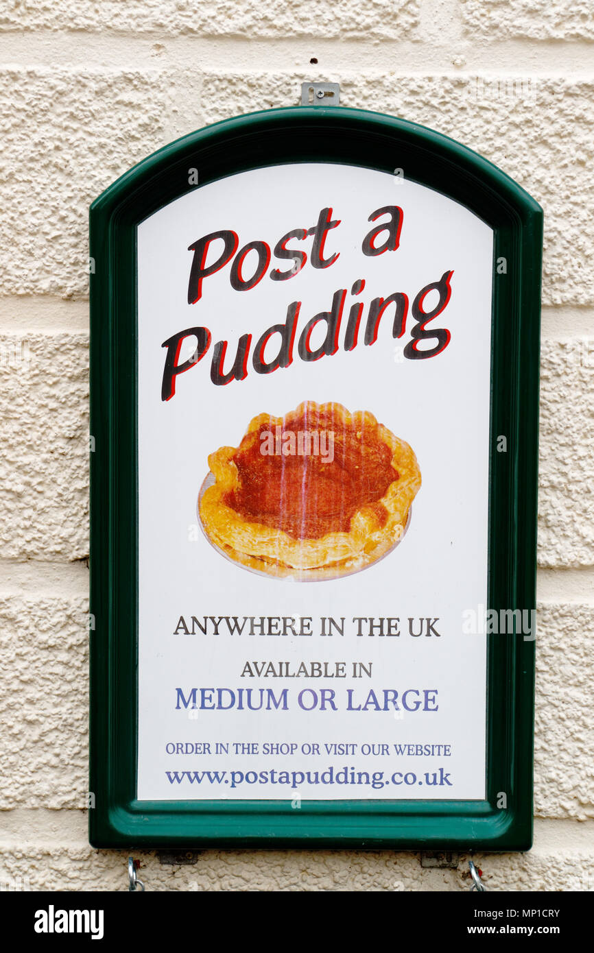 Post a pudding; an advert in Bakewell showing how you can send a Bakewell tart anywhere in the UK - Stock Image
