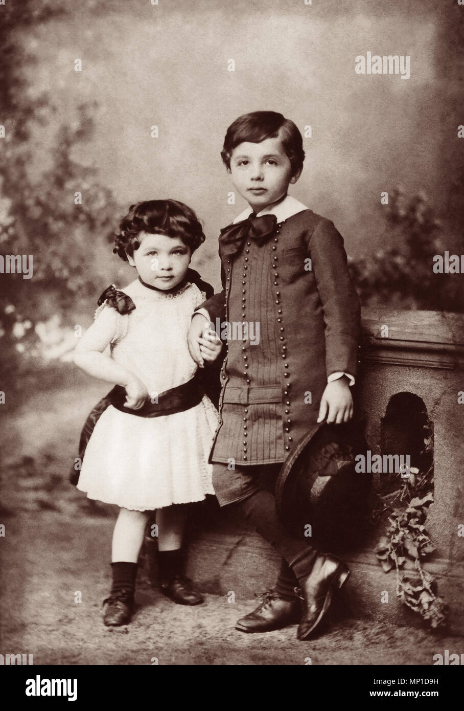Albert Einstein (1879-1955) and his sister, Maja (1881-1951), in 1885. - Stock Image