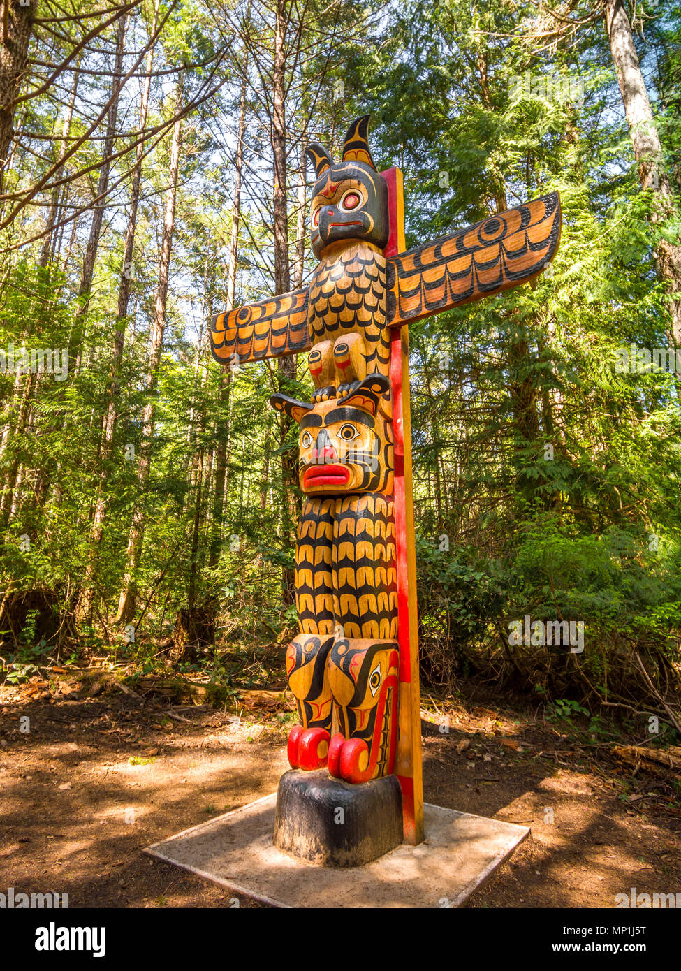 Native Canadian totem, Helliwell Provincial Park, Hornby Island, BC, Canada. - Stock Image