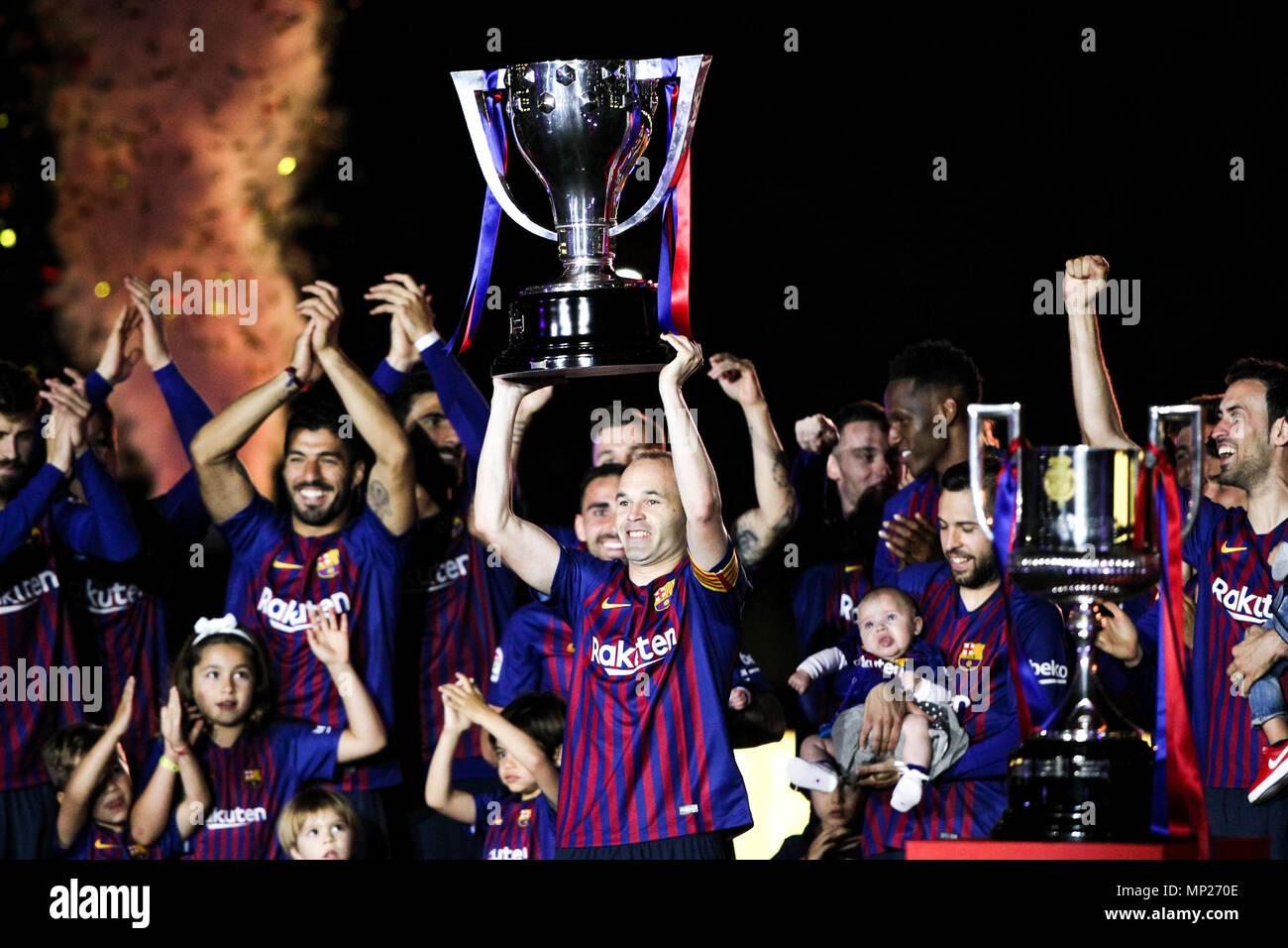 Camp Nou, Barcelona, Spain. 20th May, 2018. La Liga football, Barcelona versus Real Sociedad; Andres Iniesta of FC Barcelona with La Liga trophy Credit: Action Plus Sports/Alamy Live News Stock Photo