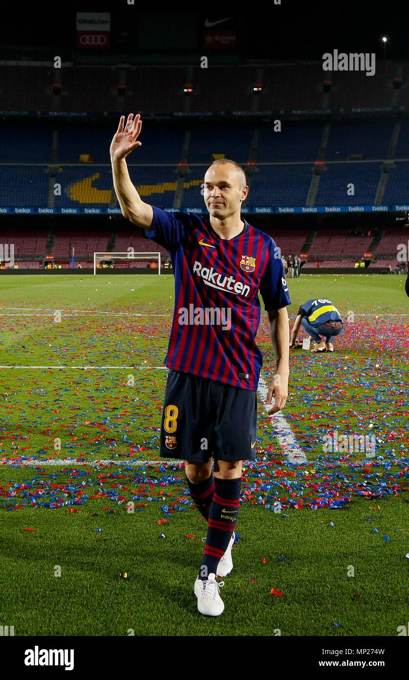 Barcelona, Spain. 20th May, 2018. FC Barcelona's captain Andres Iniesta waves hand after a Spanish league match between FC Barcelona and Real Sociedad in Barcelona, Spain, on May 20, 2018. Barcelona won 1-0. It was the last Spanish league match that Andres Iniesta played as team captain at the Camp Nou stadium. Credit: Joan Gosa/Xinhua/Alamy Live News Stock Photo