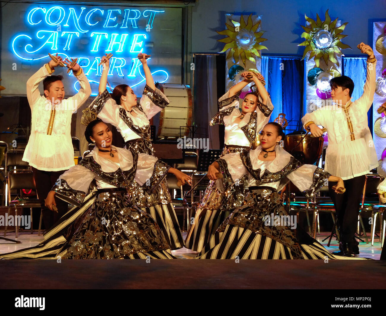 Manila, Philippines. 20th May, 2018. A dance that originated in the capital city around the 19th century. Like the other Jotas in Philippine folk dances, this is an adaptation of the Castillian Jota, but the castanets are made of bamboo and are only held, not fastened, to the fingers. It is recognizably Iberian in flavor. Credit: Josefiel Rivera/Pacific Press/Alamy Live News Stock Photo
