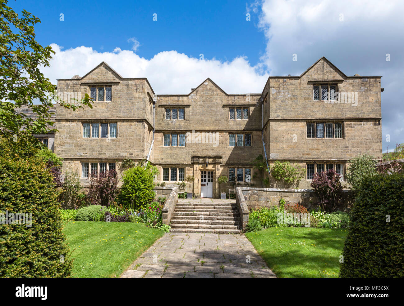 Eyam Hall, Eyam, Peak District, Derbyshire, England, UK. Eyam is sometimes referred to as the Plague Village. - Stock Image