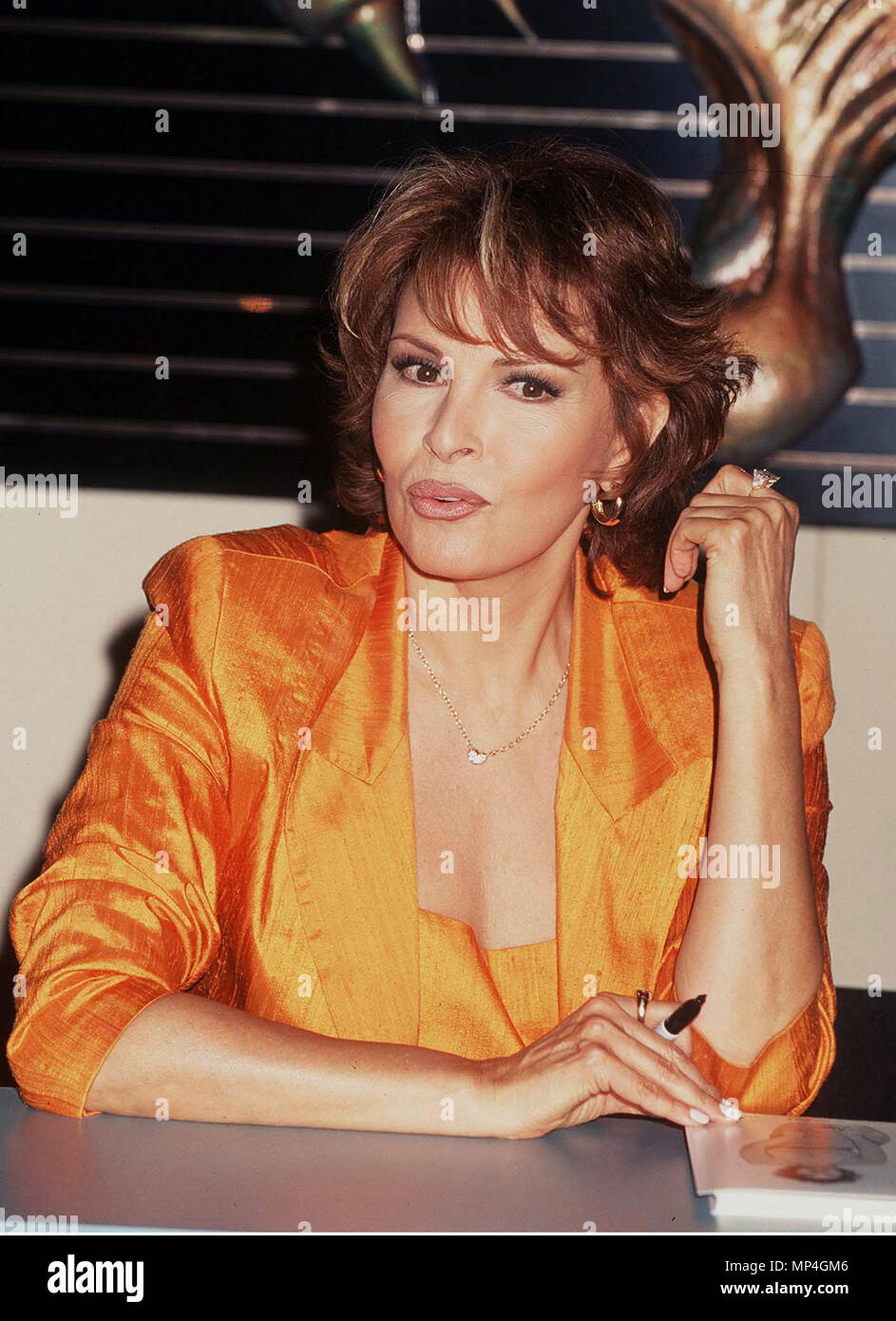 Welch Raquel Welch Raquel 5 Event In Hollywood Life California Red Carpet Event Vertical Usa Film Industry Celebrities Photography Bestof Arts Culture And Entertainment Topix Celebrities Fashion Best Of Hollywood