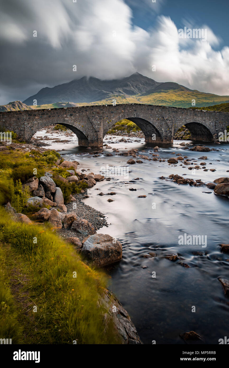 Scottish highlands - River Sligachan and old bridge, Isle of Skye, Scotland, UK with the Black Cuillin mountains in the distance - Stock Image