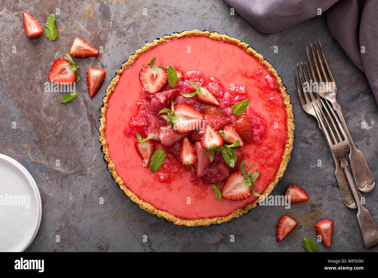Yogurt tart with rhubarb strawberry compote - Stock Image