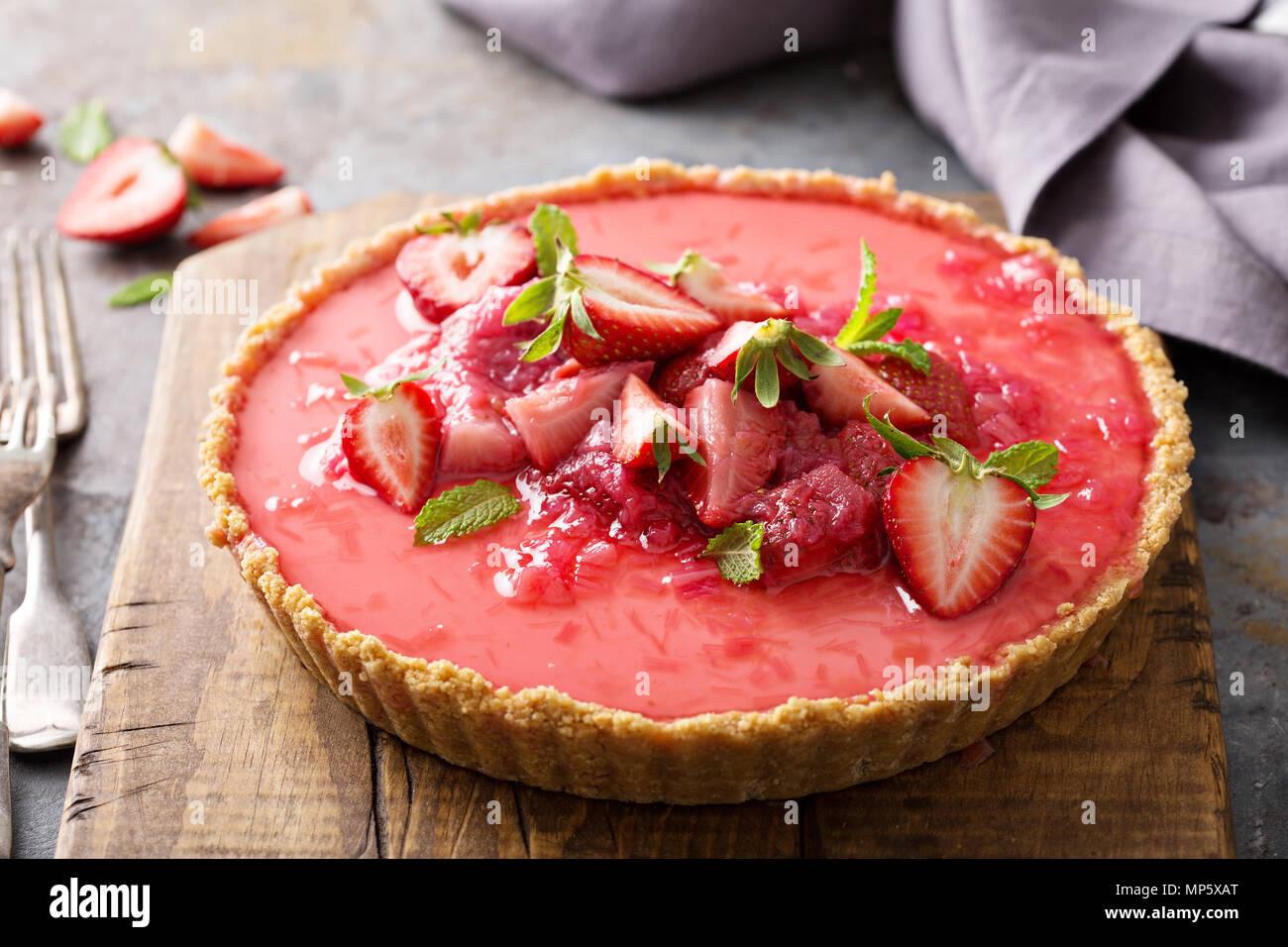 Yogurt tart with rhubarb strawberry compote - Stock Image
