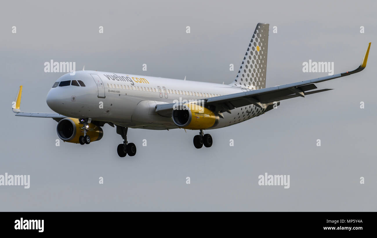 Vueling Airlines Airbus A320 landing - Stock Image