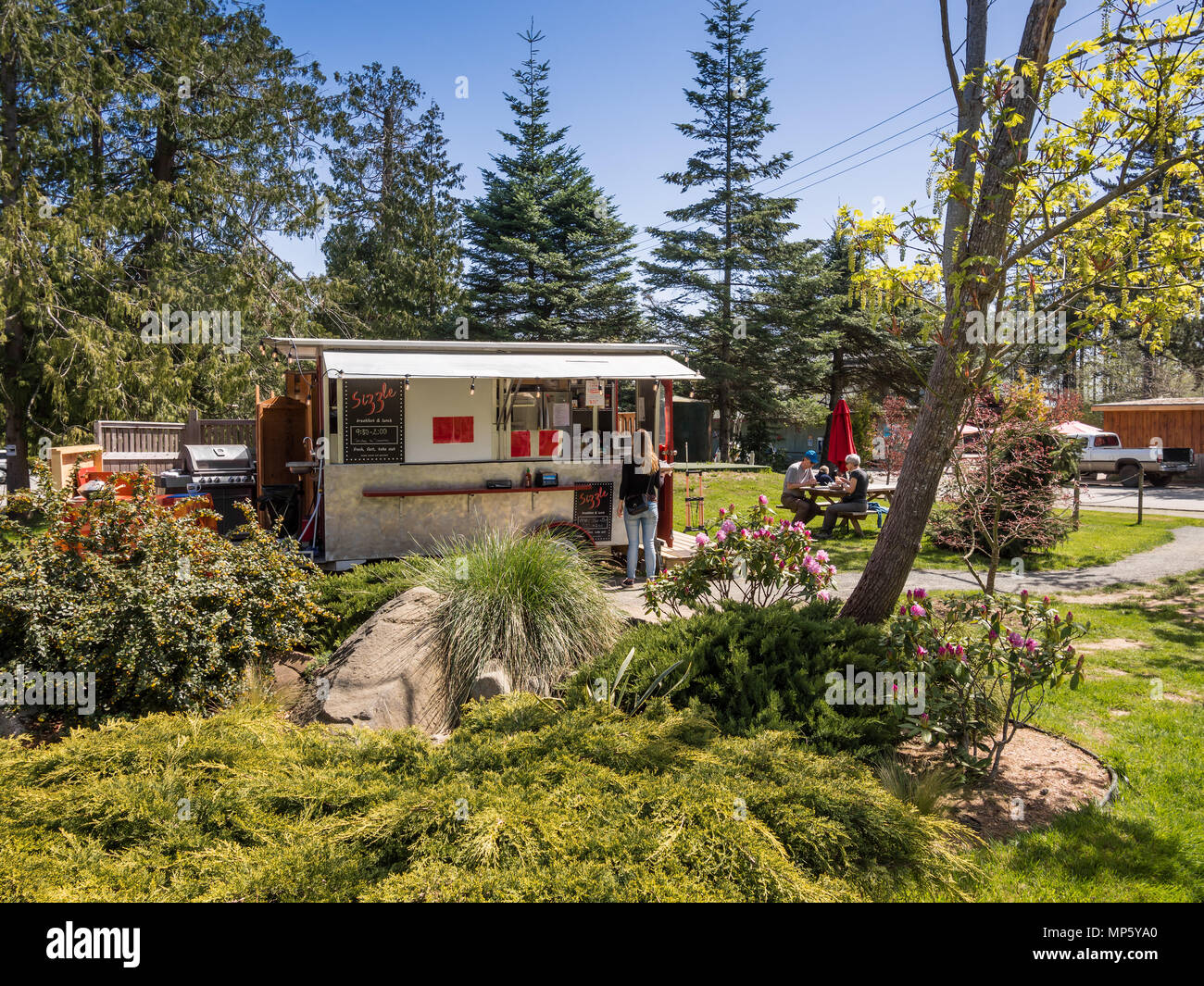 'Sizzle' outdoor food kitchen, Hornby Island, BC, Canada. - Stock Image