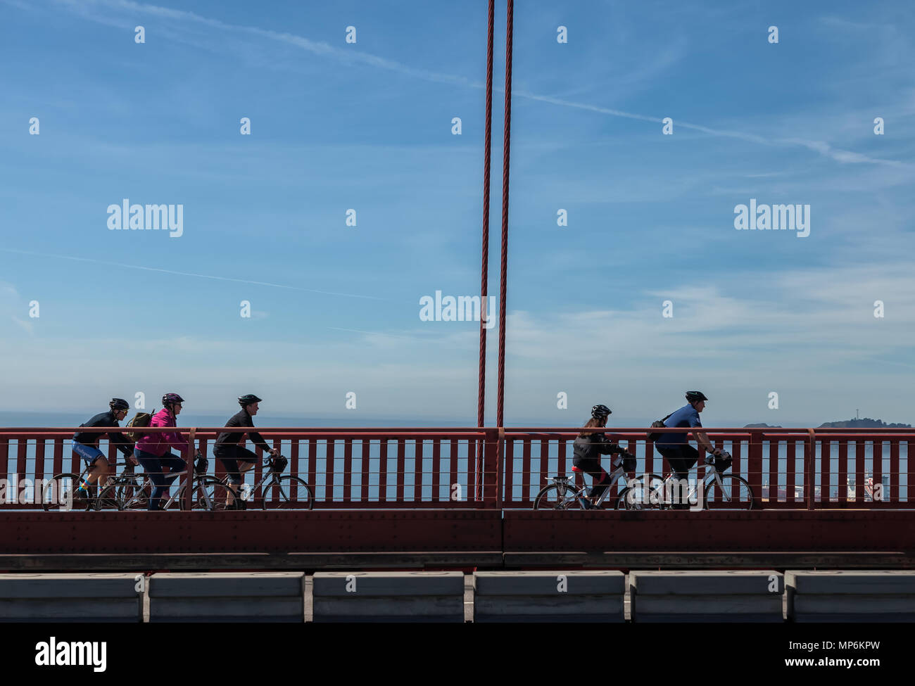 Bicyclists on the Golden Gate Bridge, San Francisco, California, United States. - Stock Image