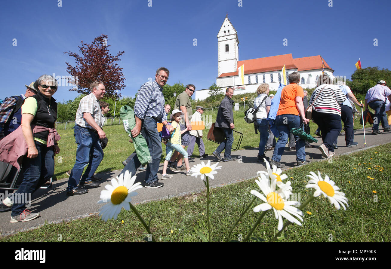 21 May 2018, Germany, Uttenweiler-Offingen: Pilgrims walk on the Bussen Hill during the traditional Whit Monday Pilgrimage. The mass is held by suffragan bishop Karrer from Rottenburg. Photo: Thomas Warnack/dpa - Stock Image