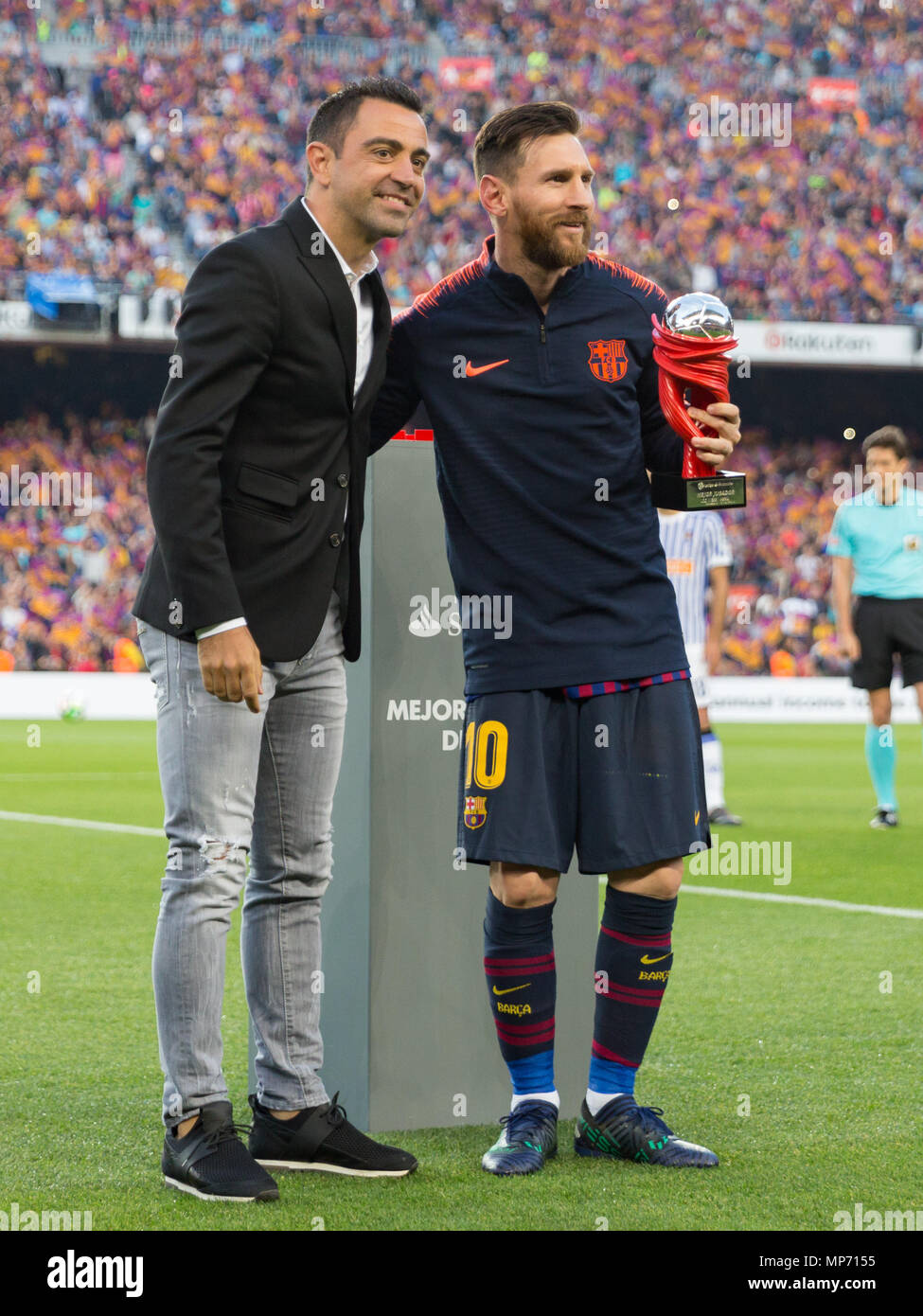 Barcelona, 20th May: Xavi with Messi during the 2017/2018 LaLiga Santander Round 38 game between FC Barcelona and Real Sociedad at Camp Nou on May 20, 2018 in Barcelona, Spain. Credit: UKKO Images/Alamy Live News Stock Photo