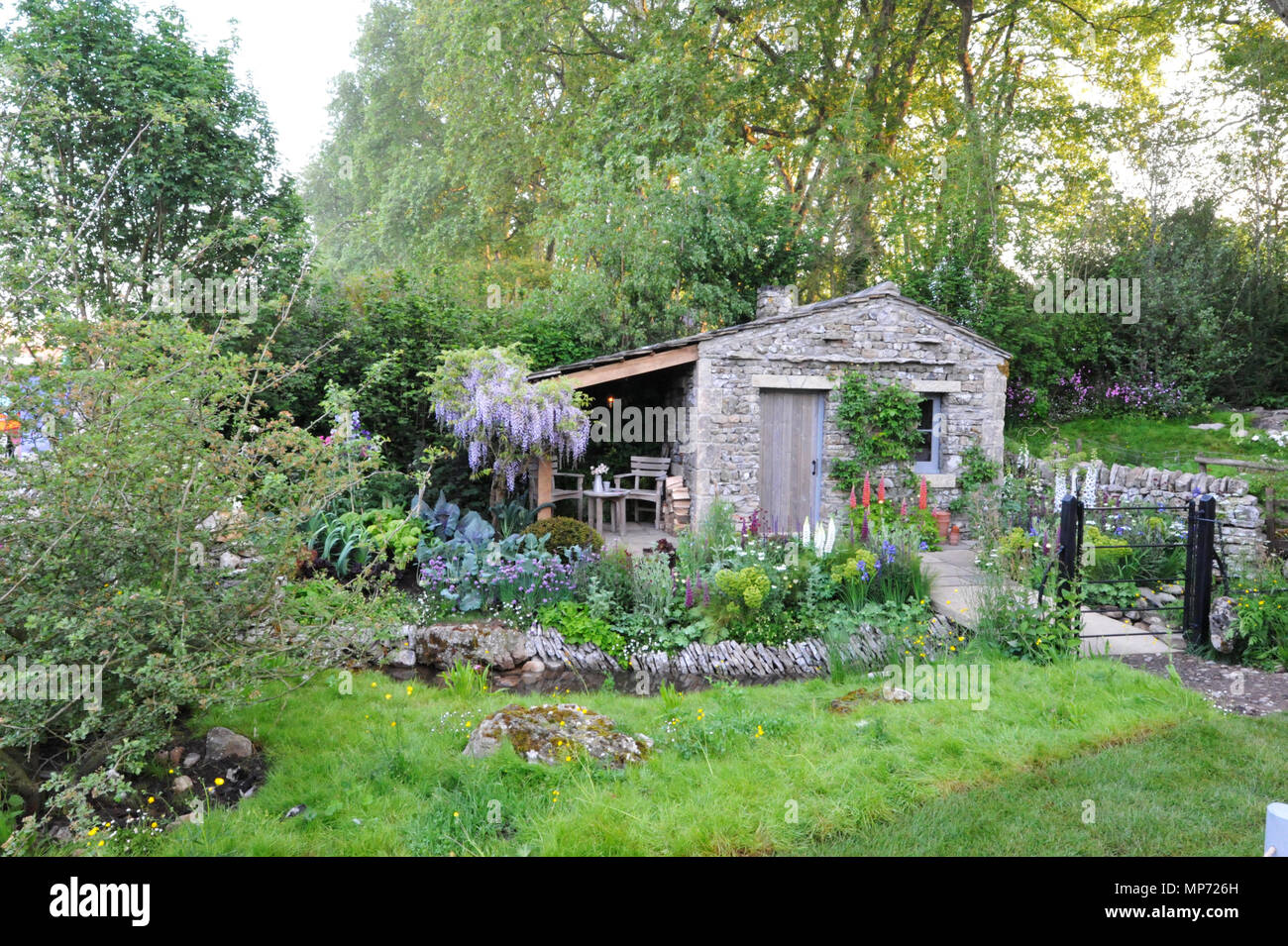 London, UK. 21st May 2018. The Welcome to Yorkshire Garden (designed by Mark Gregory), one of the beautiful and elegant show gardens on display at the 2018 RHS Chelsea Flower Show which opened today in the 11-acre grounds of the Royal Hospital Chelsea, London, United Kingdom.   Credit: Michael Preston/Alamy Live News - Stock Image