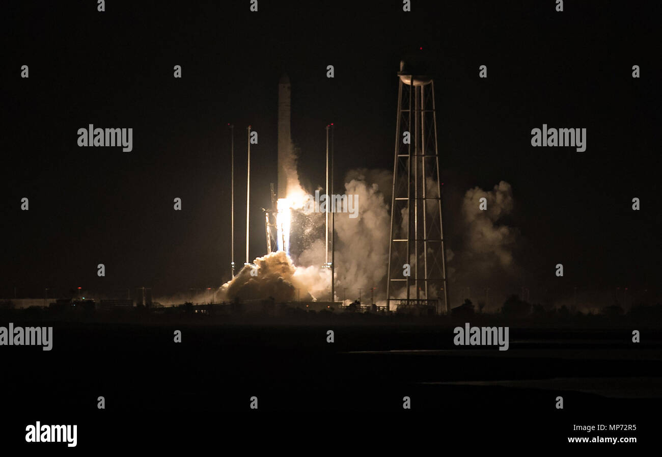 Wallops, Virginia, USA. 21st May 2018. The Orbital ATK Antares rocket, with the Cygnus spacecraft onboard, blasts off from launch Pad-0A, early morning at Wallops Flight Facility May 21, 2018 in Wallops, Virginia. The Antares is carrying the Cygnus spacecraft filled with 7,400 pounds of cargo for the International Space Station on May 21st. Stock Photo