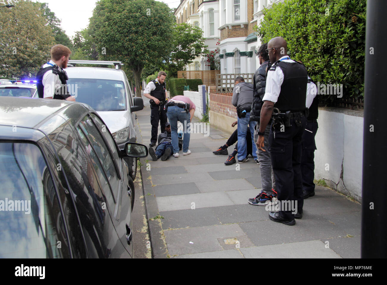 Shepherds Bush, London, UK. 21st May 2018. Police chase and apprehend 3 suspects to stop and search them on the street near westfield on a busy evening.  Credit: Adam Constantine/Alamy Live News - Stock Image