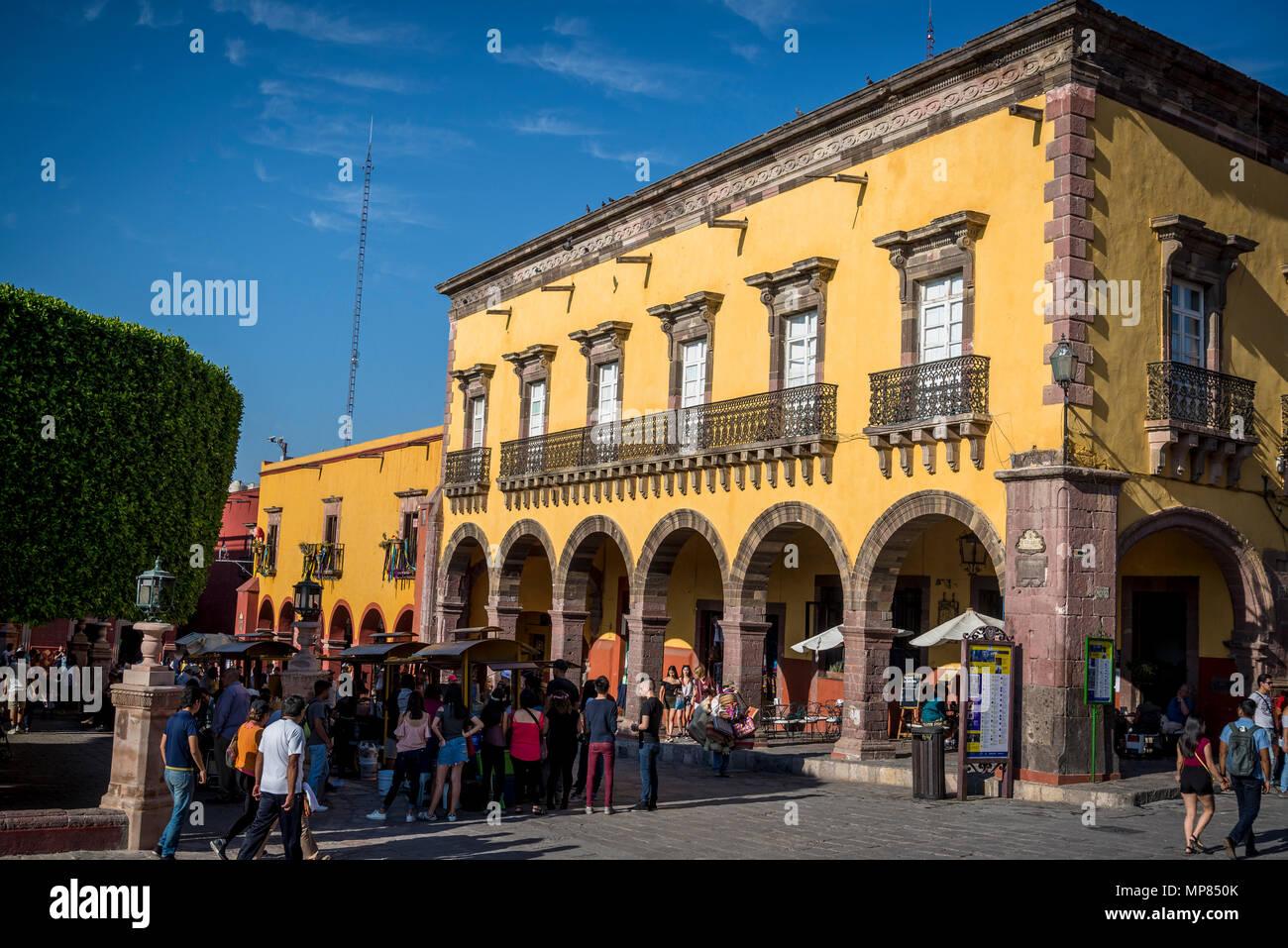 Building at El Jardin, Central plaza, San Miguel de Allende, a colonial-era city,  Bajío region, Central Mexico - Stock Image