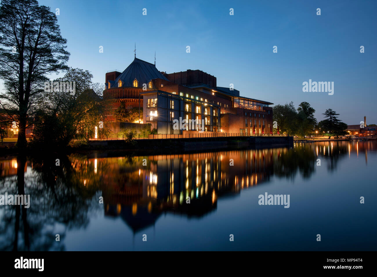 Royal Shakespeare Theatre reflecting in the river avon at dusk. Stratford Upon Avon, Warwickshire, England - Stock Image