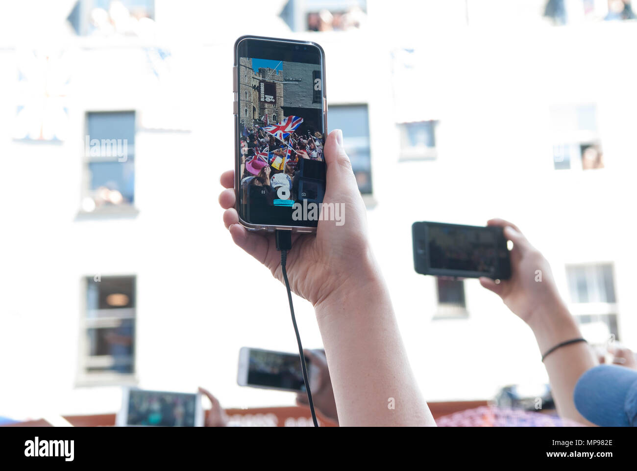 People in crowd with mobile devises using iphones to record events. Royal Wedding Prince Harry Meghan Markle the Duke and Duchess of Sussex 19th 19 May 2018 HOMER SYKES Stock Photo