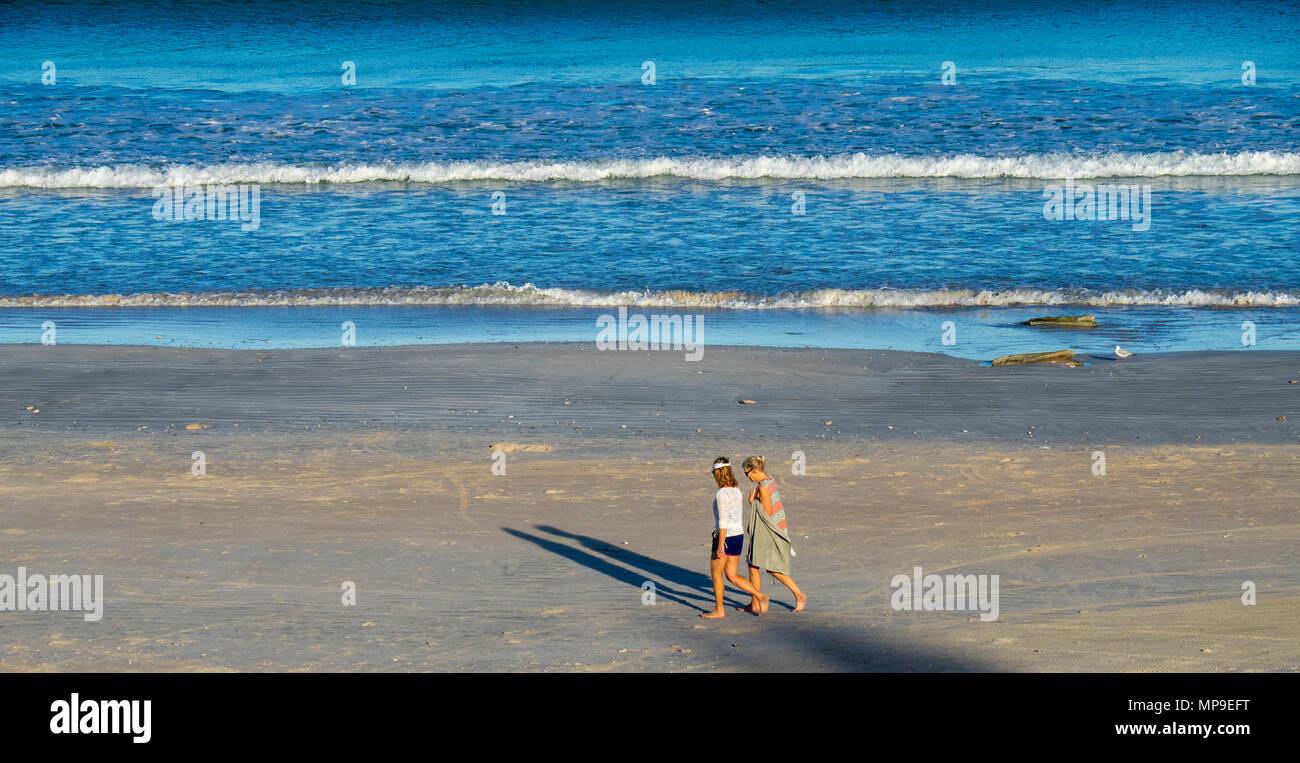 Two women walking along Cable Beach, Broome, WA, Australia. - Stock Image