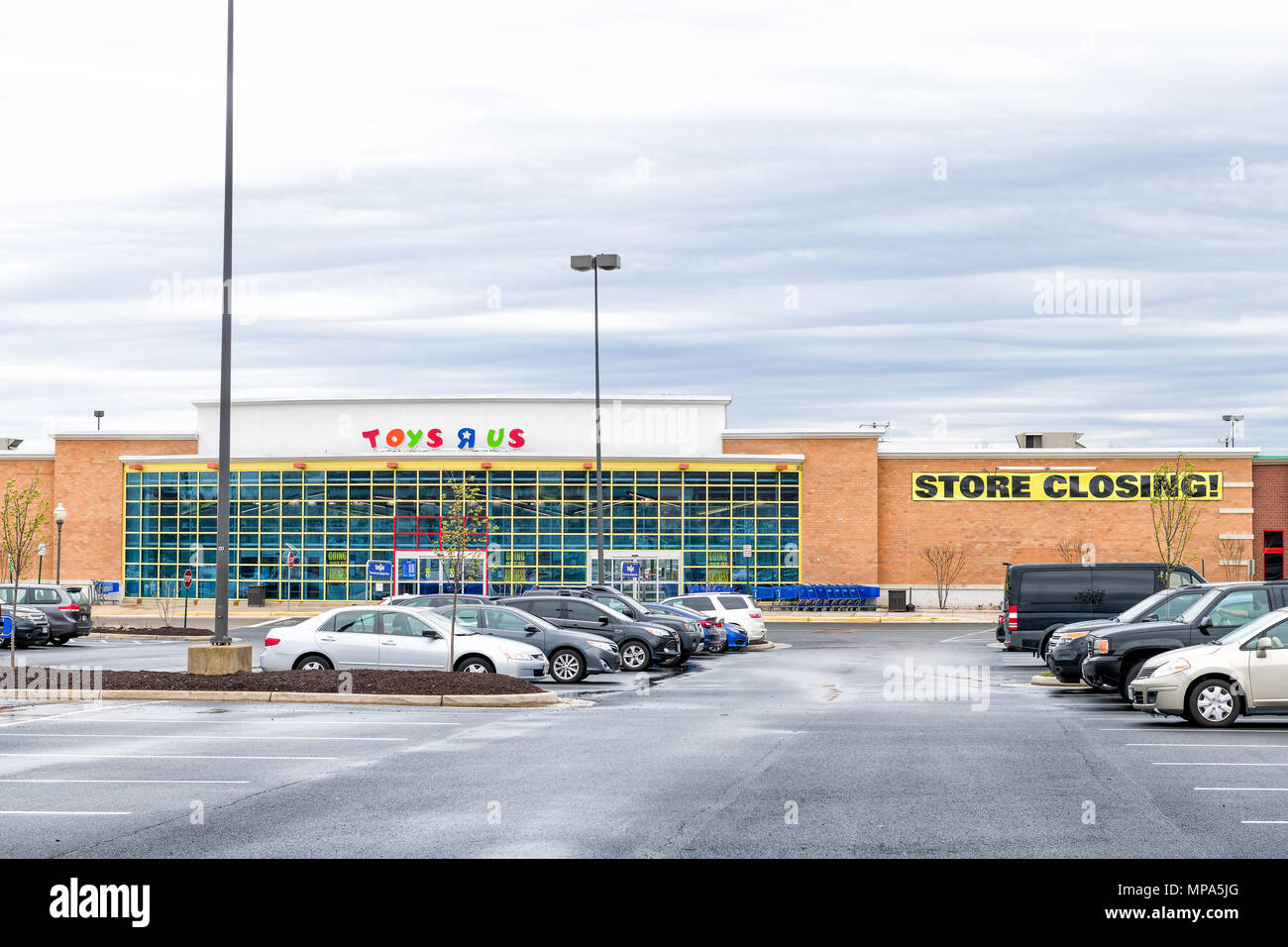 awesome Toys R Us Sterling Part - 16: Sterling, USA - April 4, 2018: Toys R US store in Fairfax county, Virginia  for children shop exterior entrance with sign, logo, doors, closing going o