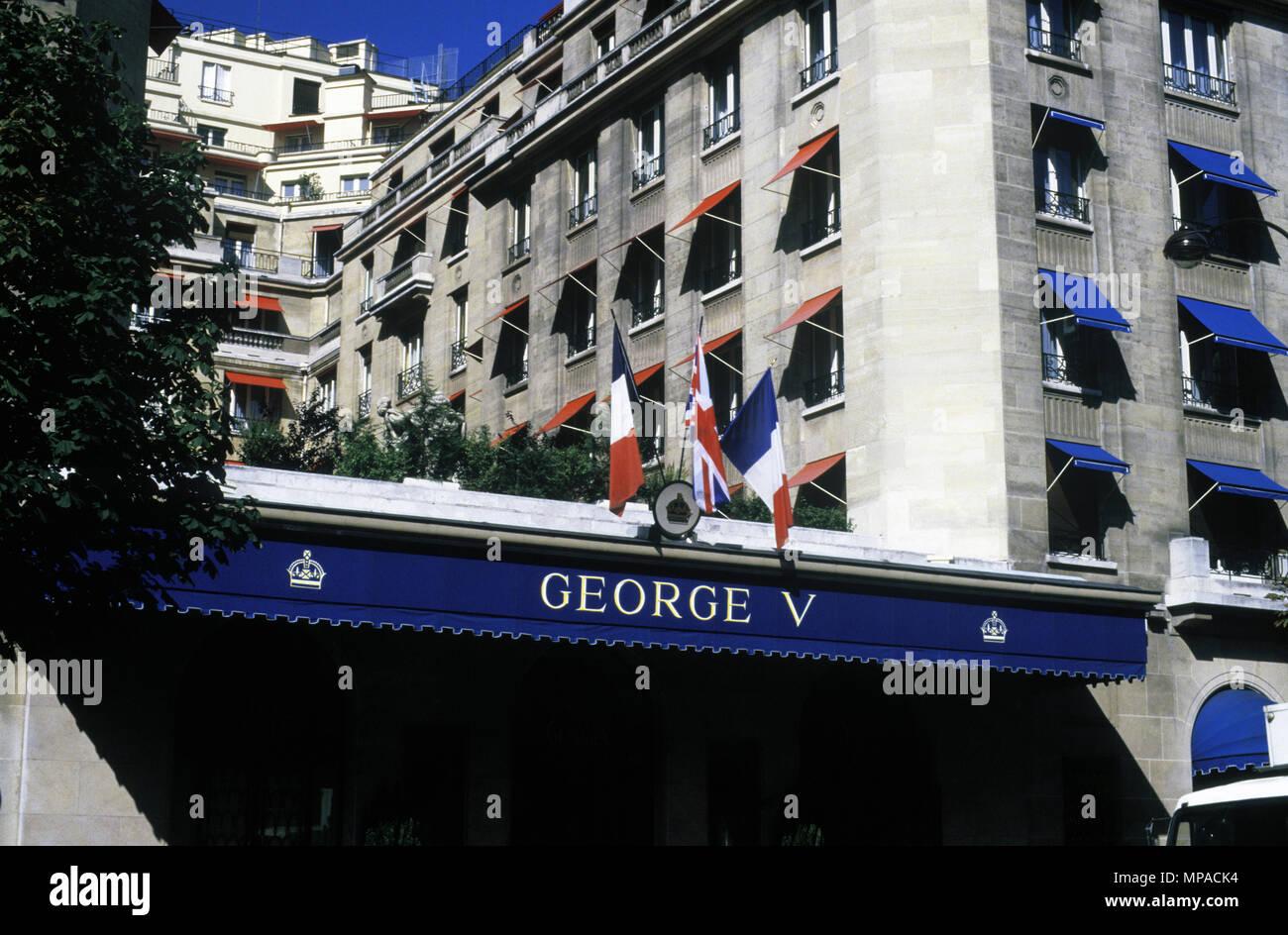 1988 HISTORICAL ENTRANCE HOTEL GEORGE V PARIS FRANCE - Stock Image