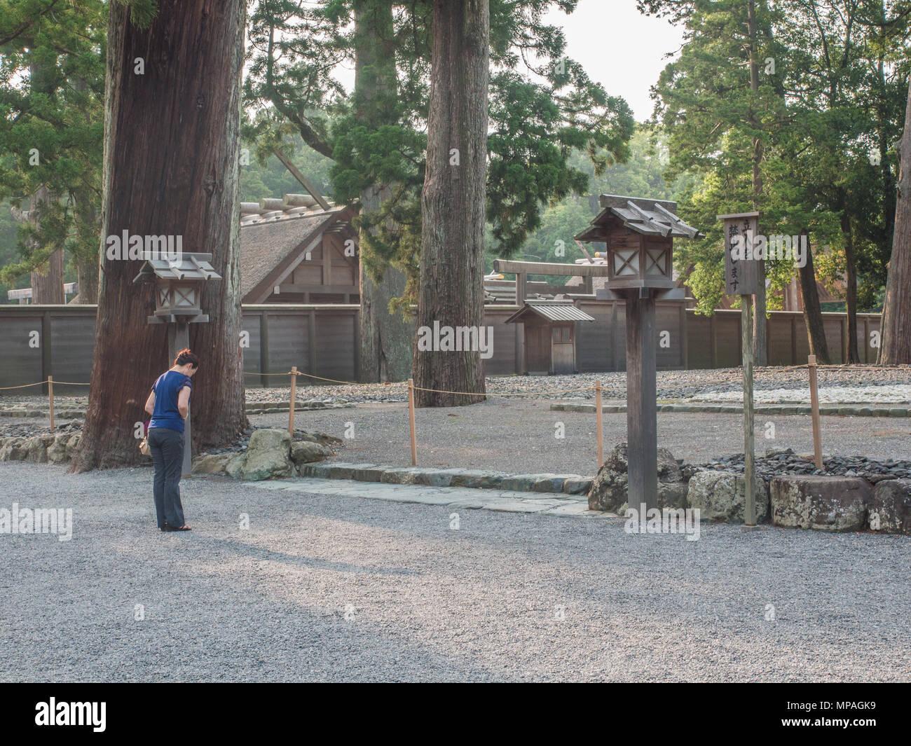 A woman praying in front of Goshoden Kodenchi, Geku, Ise Jingu, Mie, Japan - Stock Image