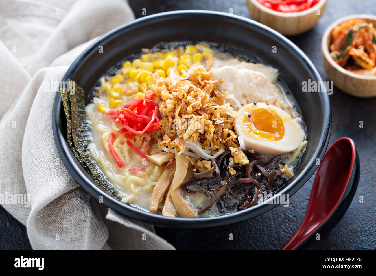 Spicy ramen bowl with noodles and chicken - Stock Image
