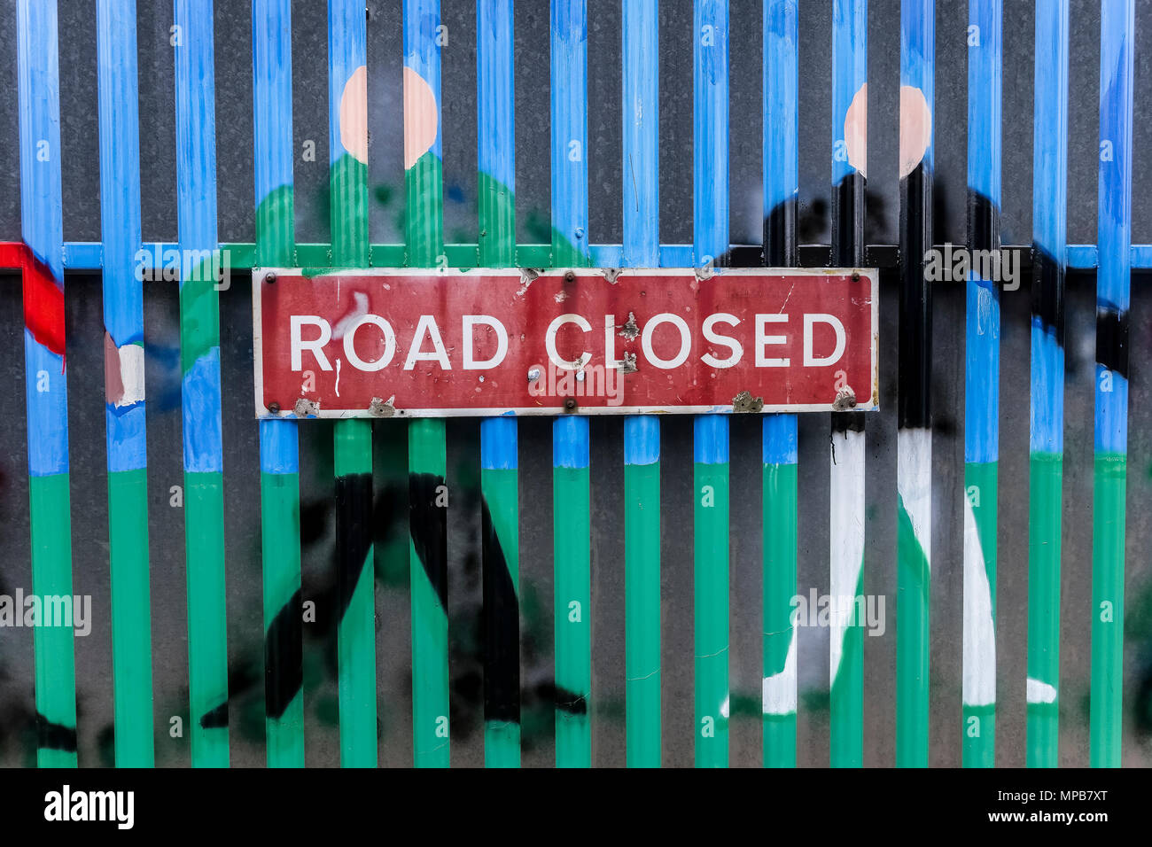 Road closed sign. Security iron gate separating Catholic and Protestant communities, at Belfast peace wall. Northern Ireland, United Kingdom, UK - Stock Image