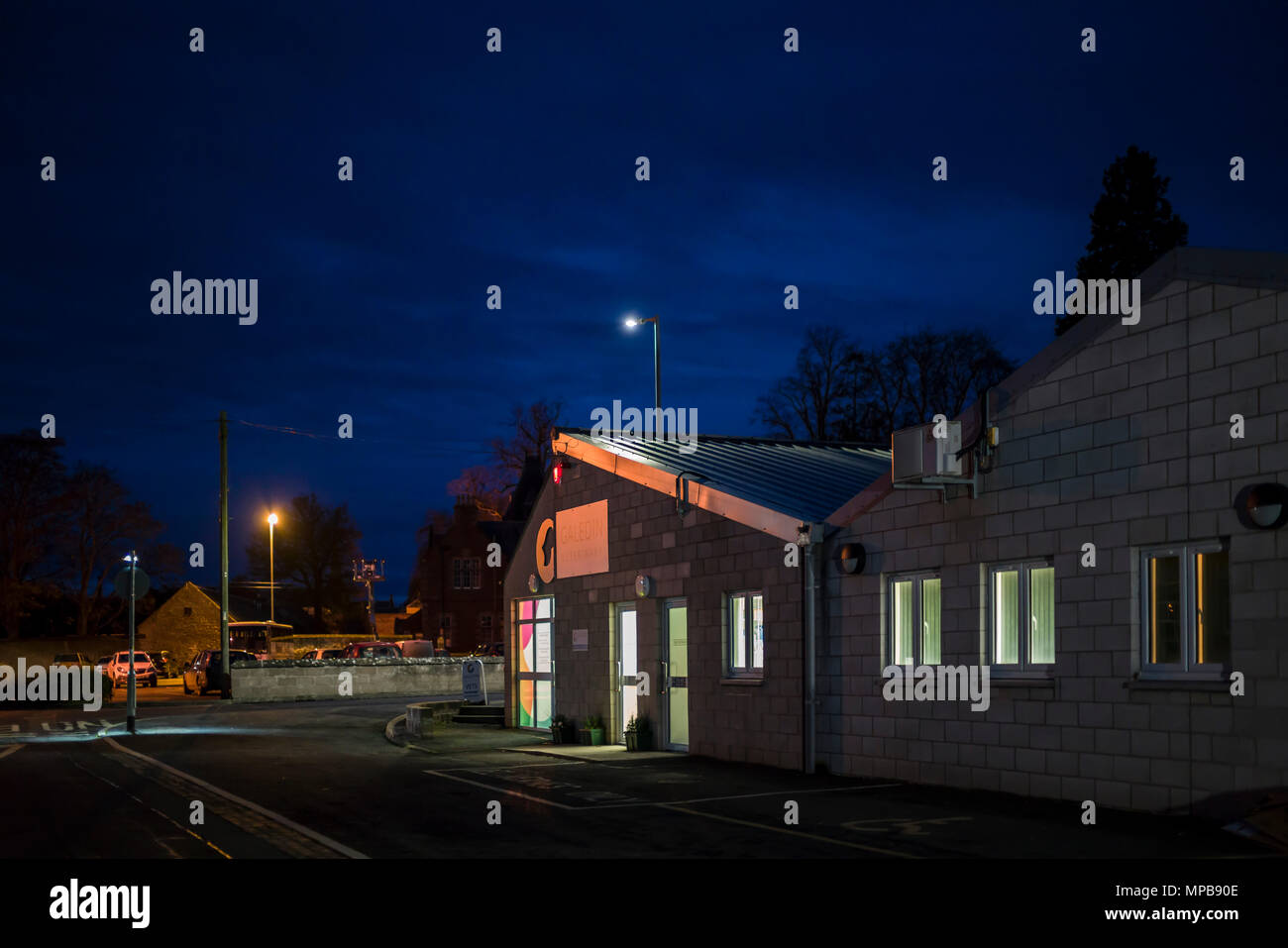 A vets' practice at night in Kelso, Scotland. Galedin vets group, in a converted former printing works. - Stock Image