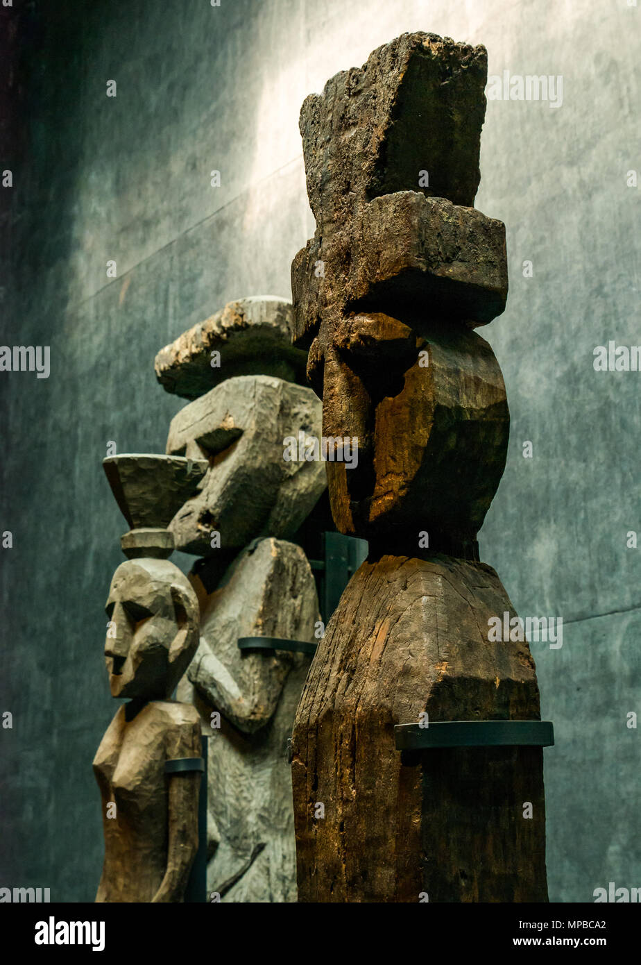 Exhibit in Museum of Pre-Columbiam Art, Santiago, Chile. Wooden figures with top knots, called Chemamulles, found at Andean culture Mapuche cemeteries - Stock Image